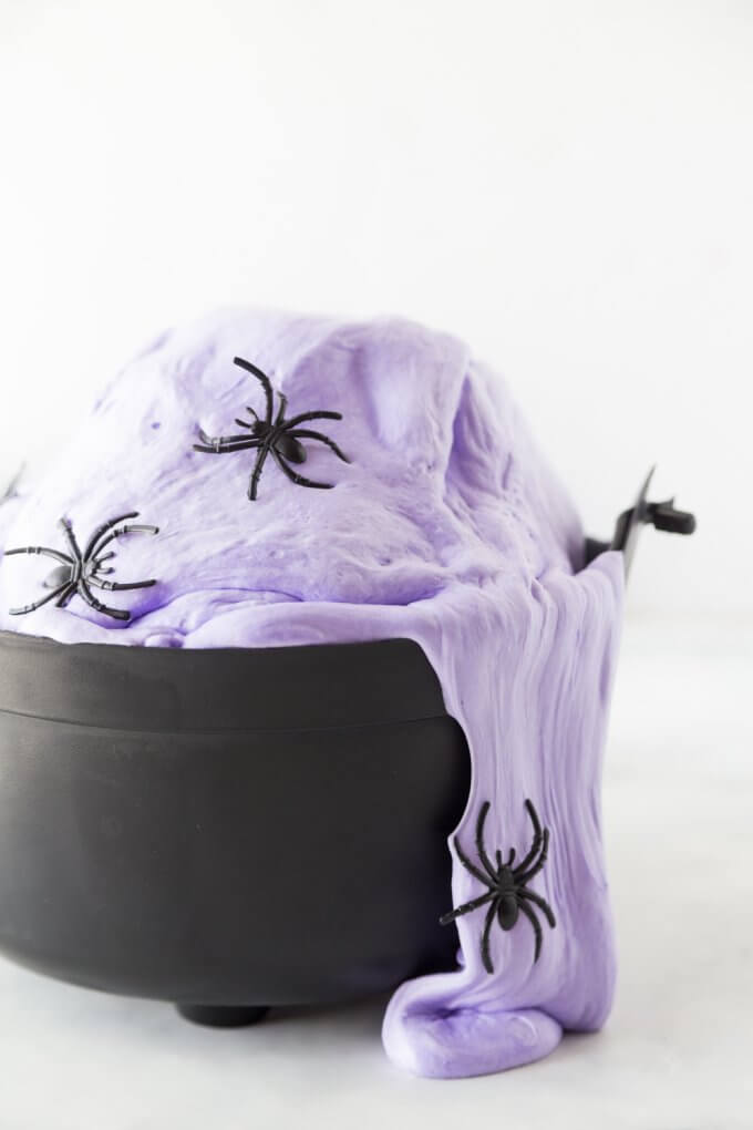DIY lavender fluffy witches' brew slime with spiders (via littlebinsforlittlehands.com)