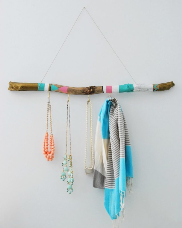 DIY boho painted driftwood scarf hanger (via thesweetestdigs.com)