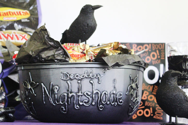DIy spooky witches' cauldron (via www.southernmomloves.com)