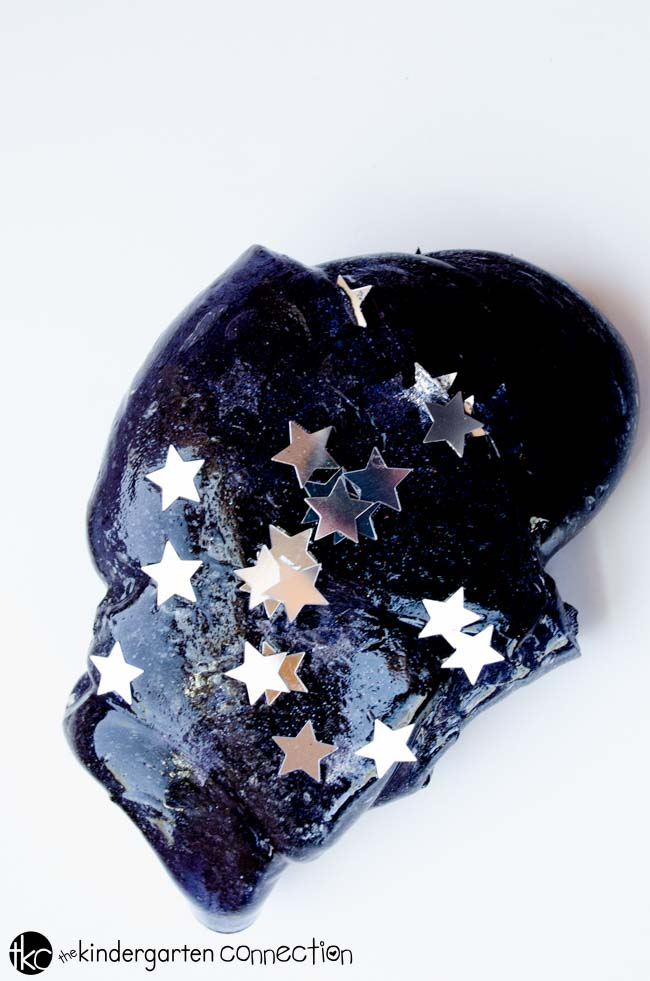 DIY dark starry night sky with stars slime (via thekindergartenconnection.com)