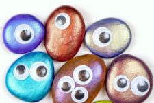 DIY colorful pebble monsters for Halloween