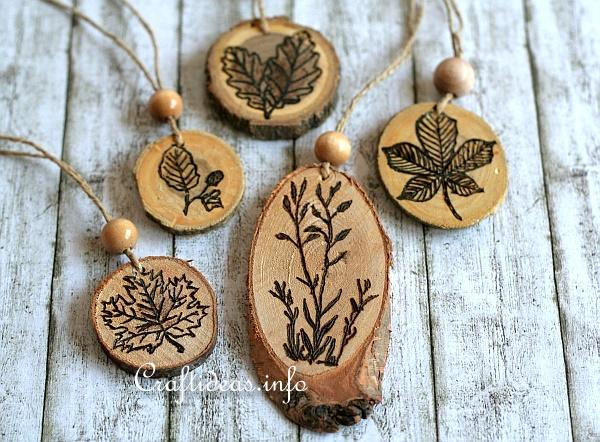 DIY burnt wood slice ornaments for Thanksgiving (via www.craftideas.info)