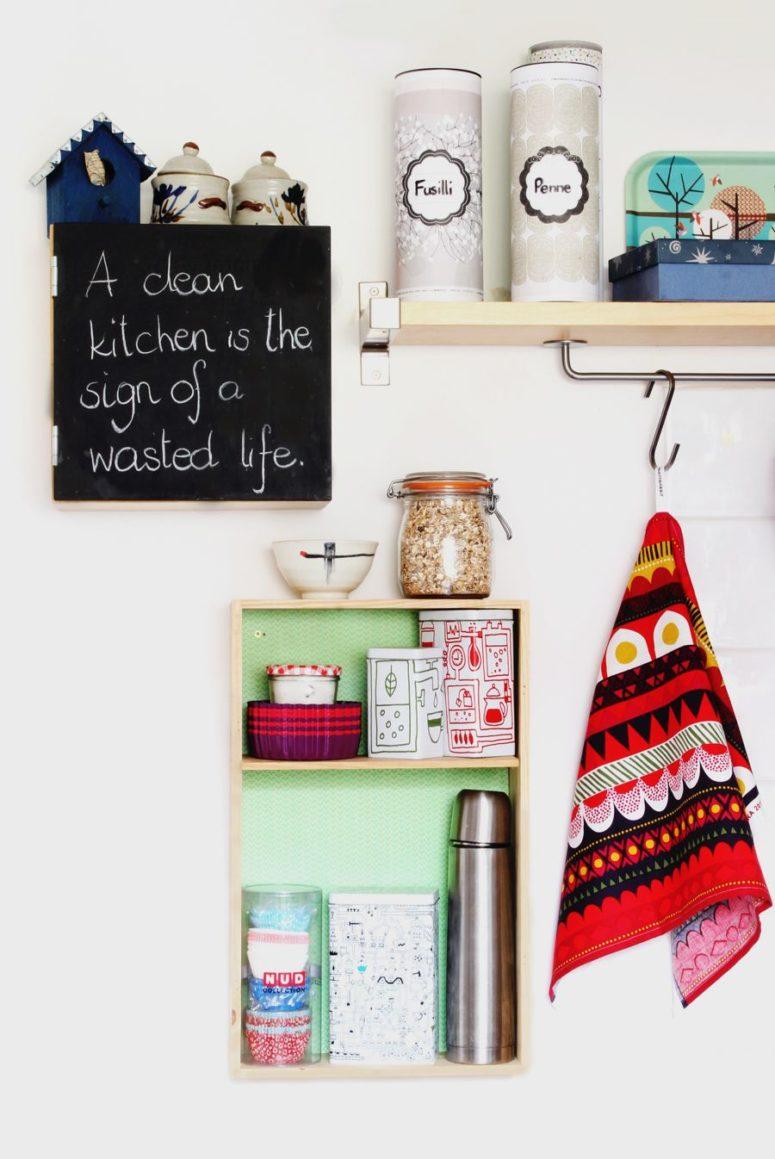 DIY wall-mounted kitchen box shelf (via look-what-i-made.com)