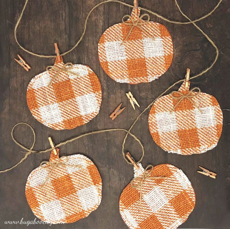 DIY buffalo check pumpkin banner with clothespins (via www.craftingcheerfully.com)