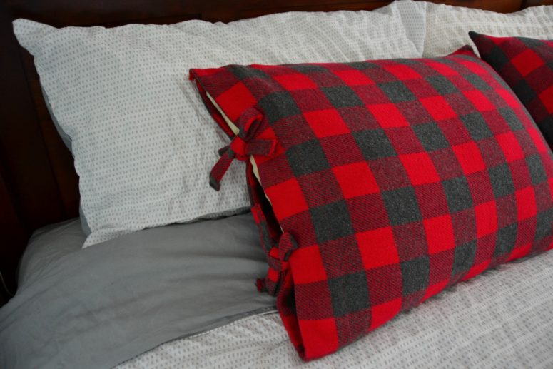 DIY buffalo check pillowcase with ties (via www.marymarthamama.com)