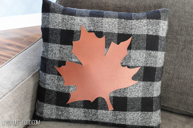 DIY buffalo check no sew pillowcase with a leaf (via lydioutloud.com)