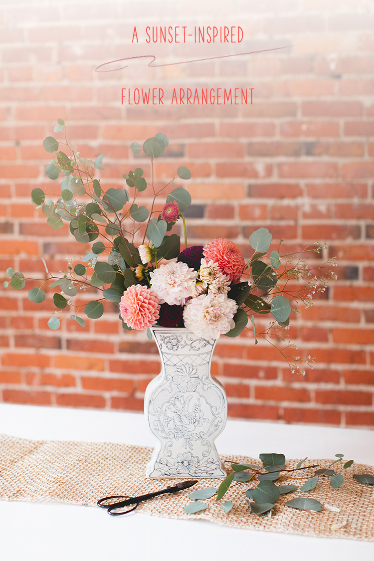 DIY fall sunset hued floral centerpiece for fall and Thanksgiving (via jojotastic.com)