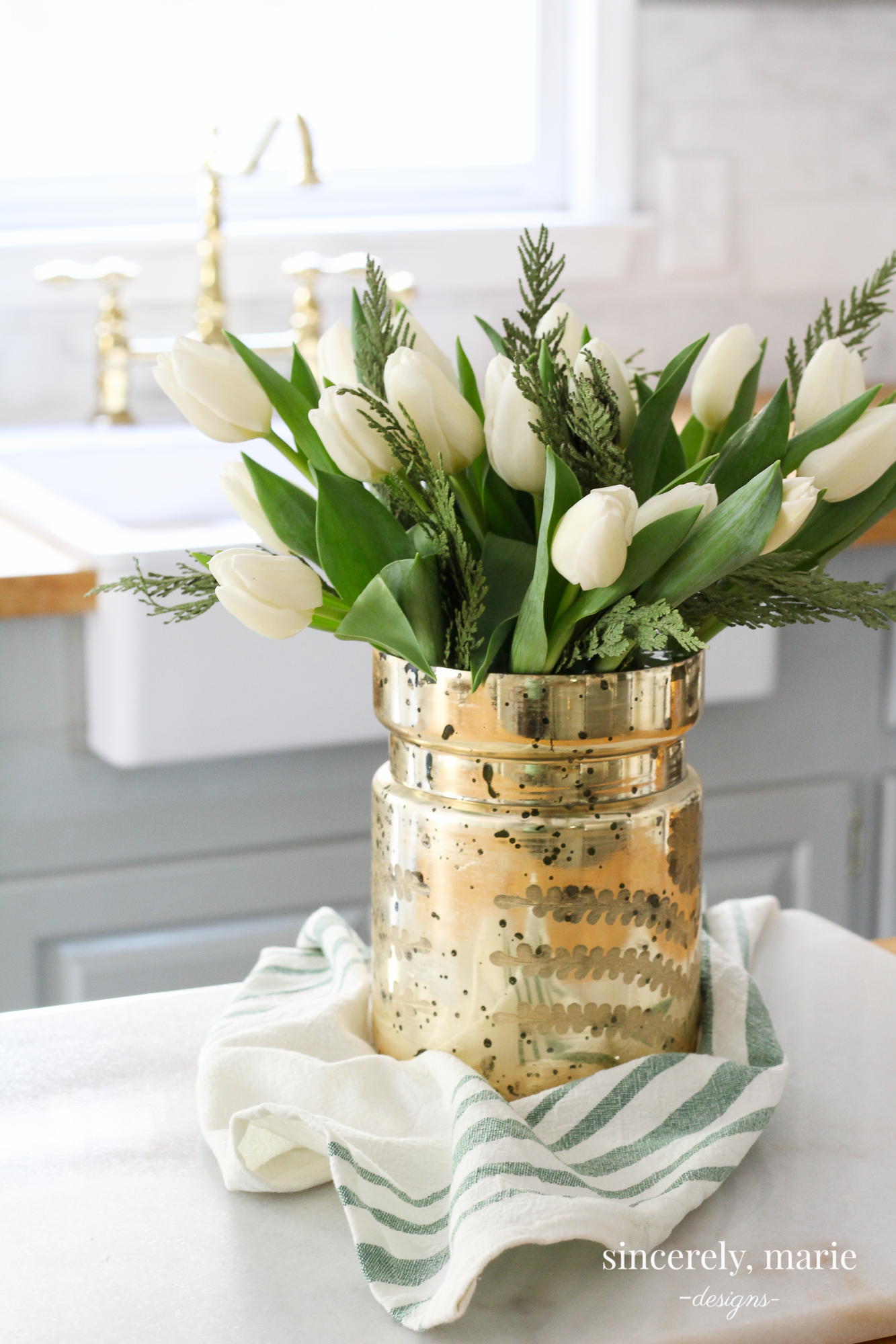 DIY simple and inexpensive floral winter centerpiece