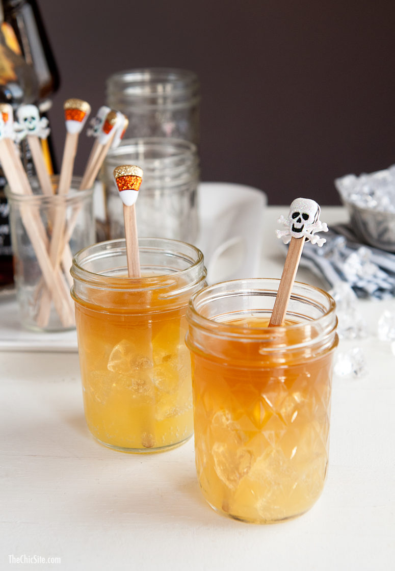 DIY Halloween drink stirrers using stickers (via thechicsite.com)