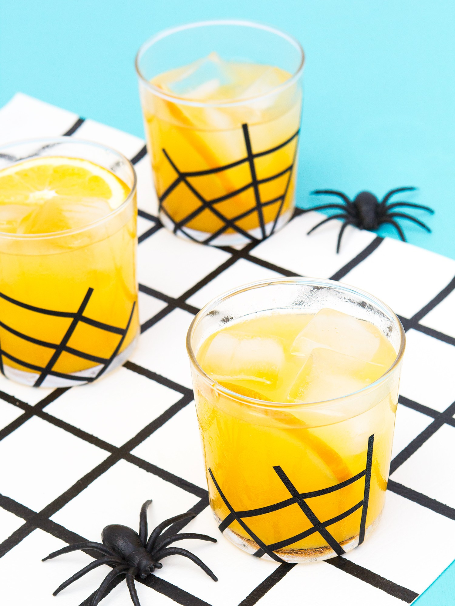 DIY easy and fast Halloween spiderweb glasses