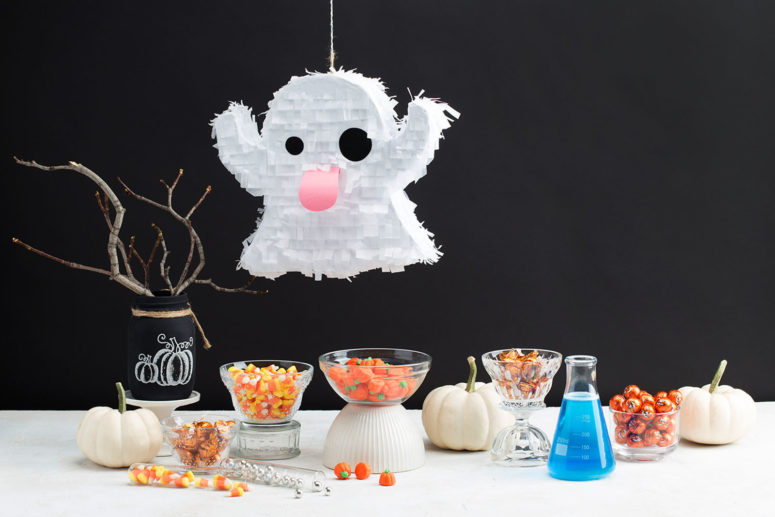 DIY cute and fun Halloween ghost pinata (via blog.demetres.com)