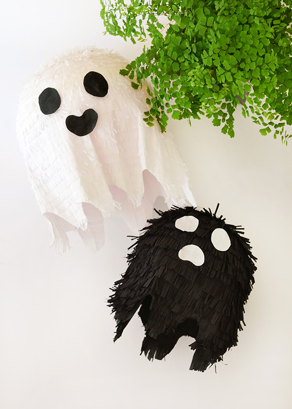 DIY black and white ghost pinatas for Halloween (via makeandtell.com)