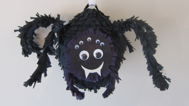 DIY cute black spider pinata for Halloween (via www.homestolove.com.au)