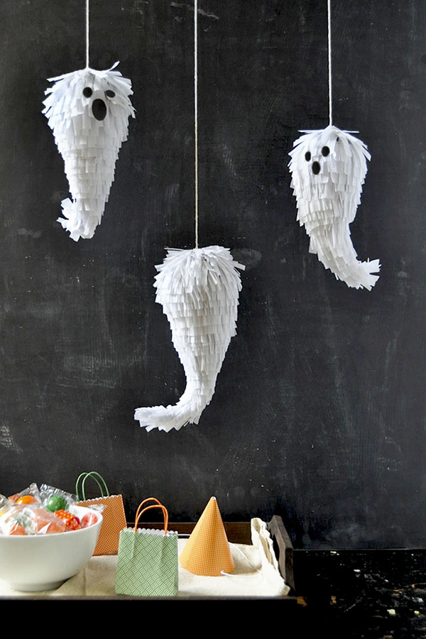 DIY cute mini ghost pinatas for Halloween parties (via ohhappyday.com)
