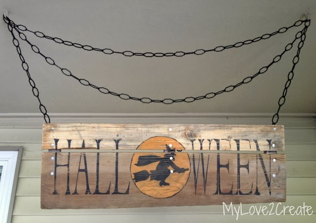DIY rustic Halloween sign wiht a witch on a broom (via www.ohmy-creative.com)