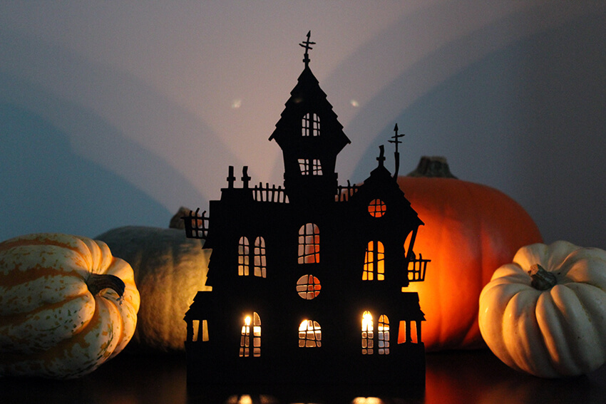 DIY haunted house decoration and candleholder for Halloween