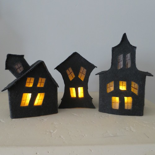 DIY creepy house Halloween luminaries