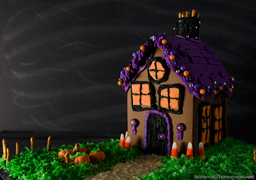 DIY haunted Halloween gingerbread house for decor and not only