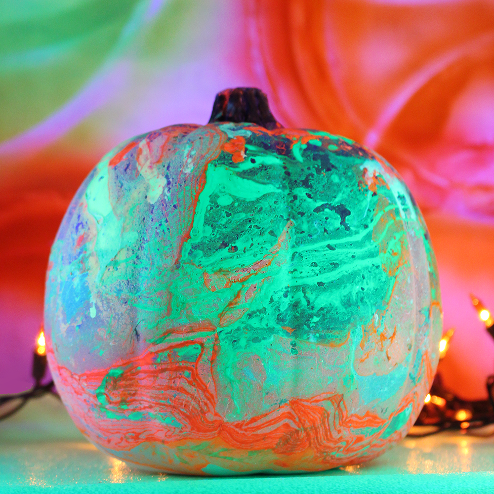 DIY marbleized neon pumpkins for Halloween