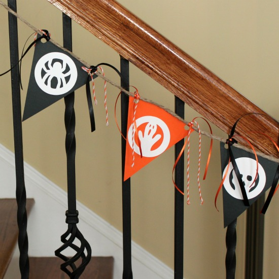 DIY bright Halloween bunting with stencils (via www.waittilyourfathergetshome.com)