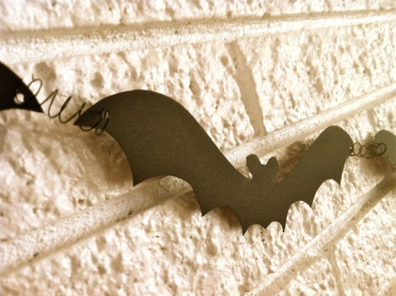 DIY Halloween bat garland (via brasspaperclip.typepad.com)