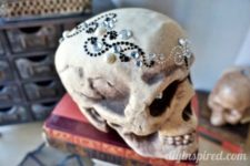 DIY glam Halloween skull with bead and pearl patterns