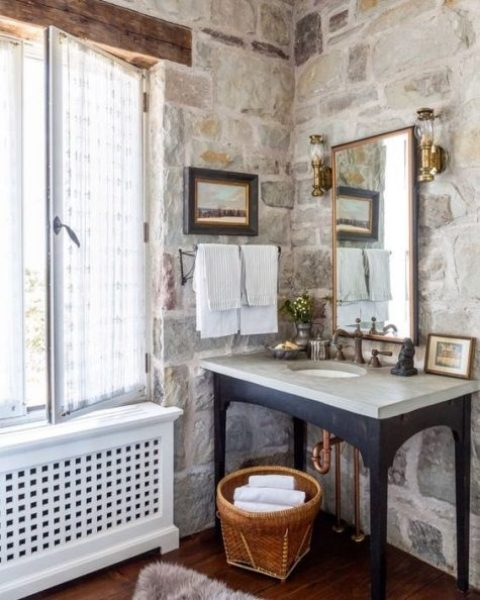 stone walls, touches of wood and metal are amazing to create a chic bathroom look with much texture