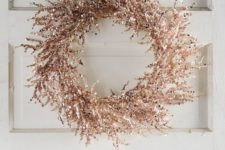 18 a shiny copper Christmas wreath is an ultimate idea for bright and edgy Christmas decor