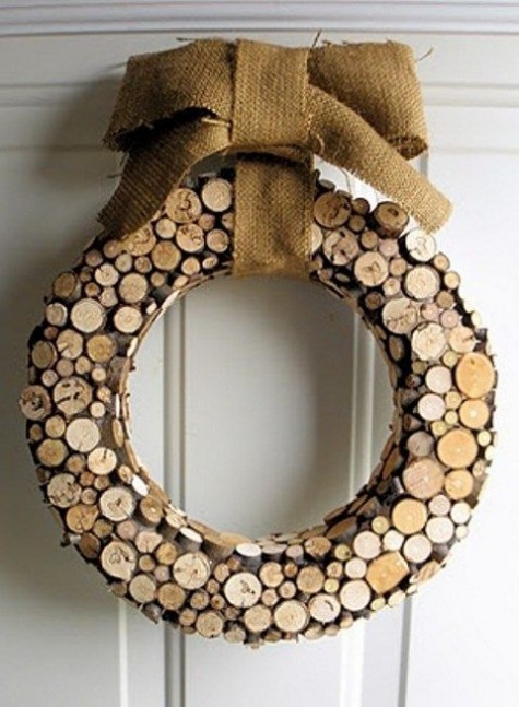 a wood slice Christmas wreath with a burlap bow is a fun and fresh take on a traditional one