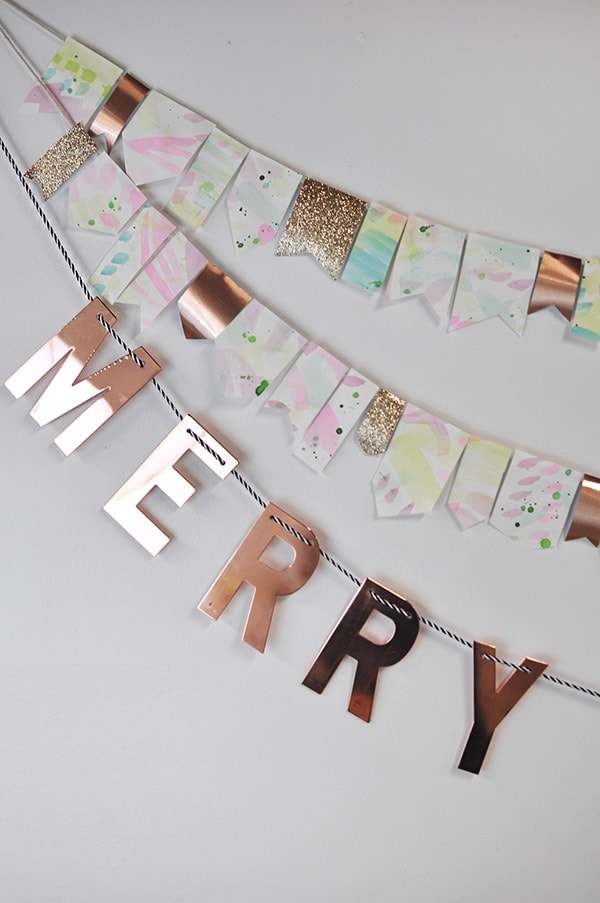 DIY watercolor Christmas garland with glitter touches (via www.delineateyourdwelling.com)