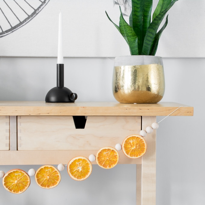 DIY wooden bead garland with dried citrus for a scent (via www.bybrittanygoldwyn.com)