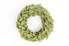 DIY beautiful felt greenery wreath for Christmas