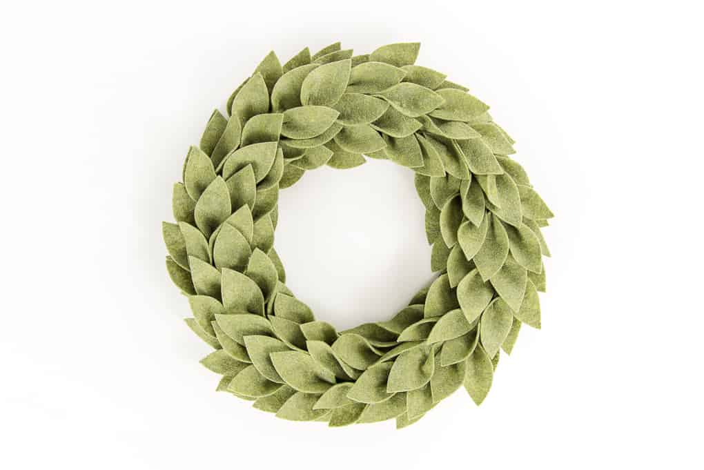 DIY beautiful felt greenery wreath for Christmas