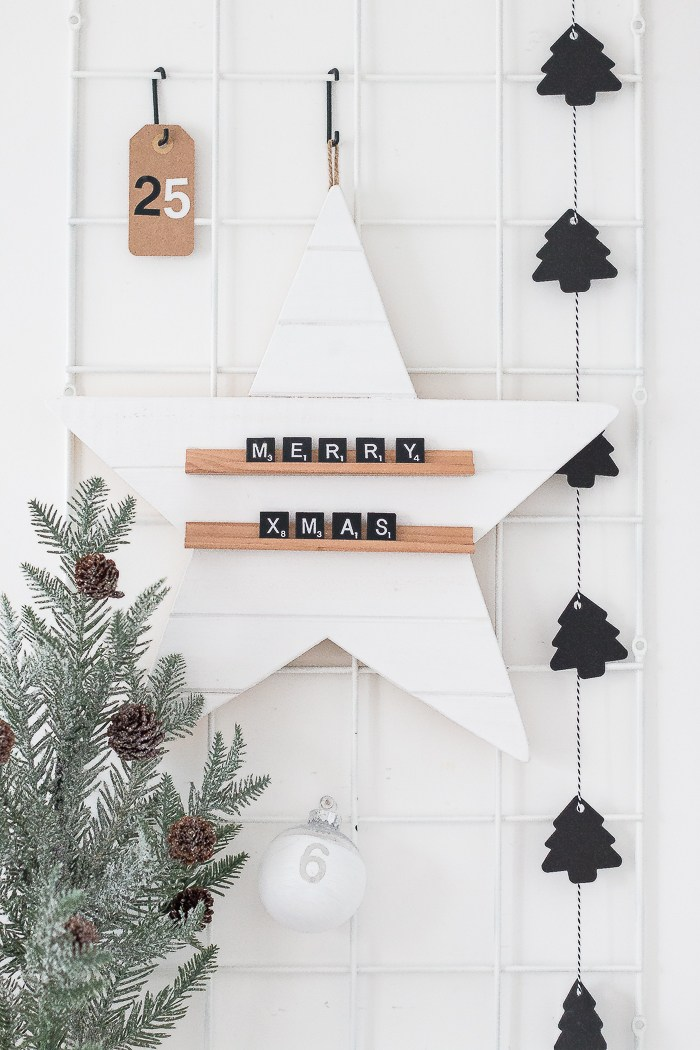 DIY Christmas star message board with scrabble letters  (via www.thebeautydojo.com)