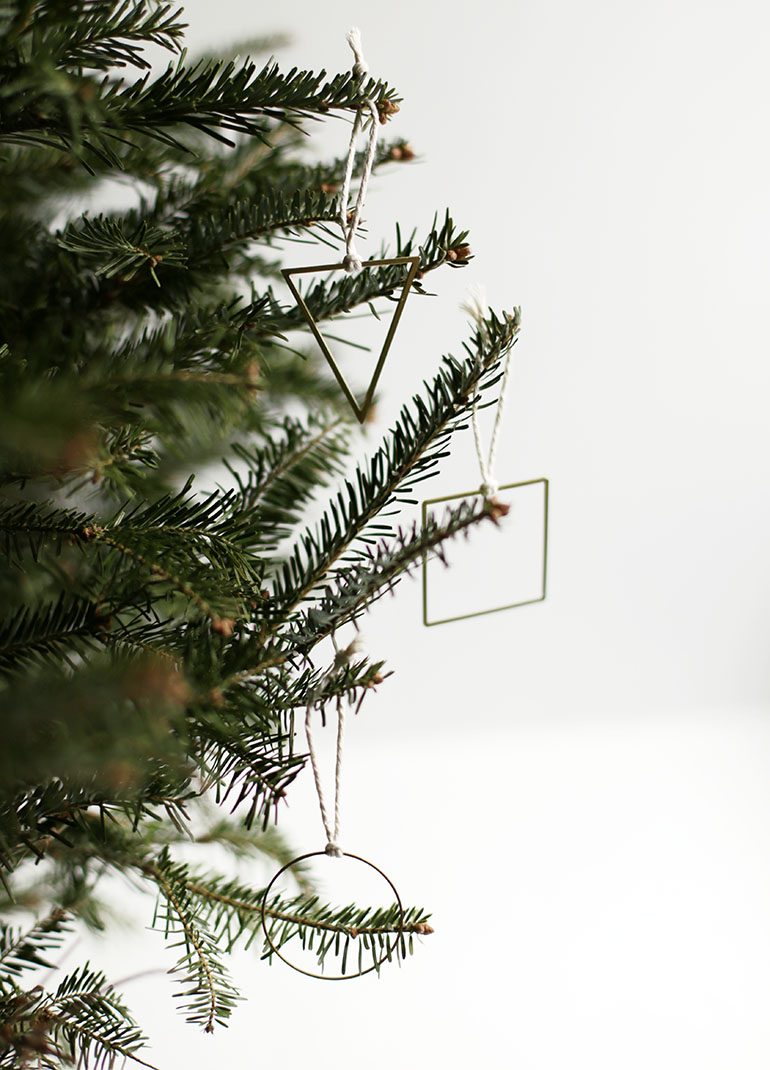 DIY geometric Christmas ornaments (via themerrythought.com)