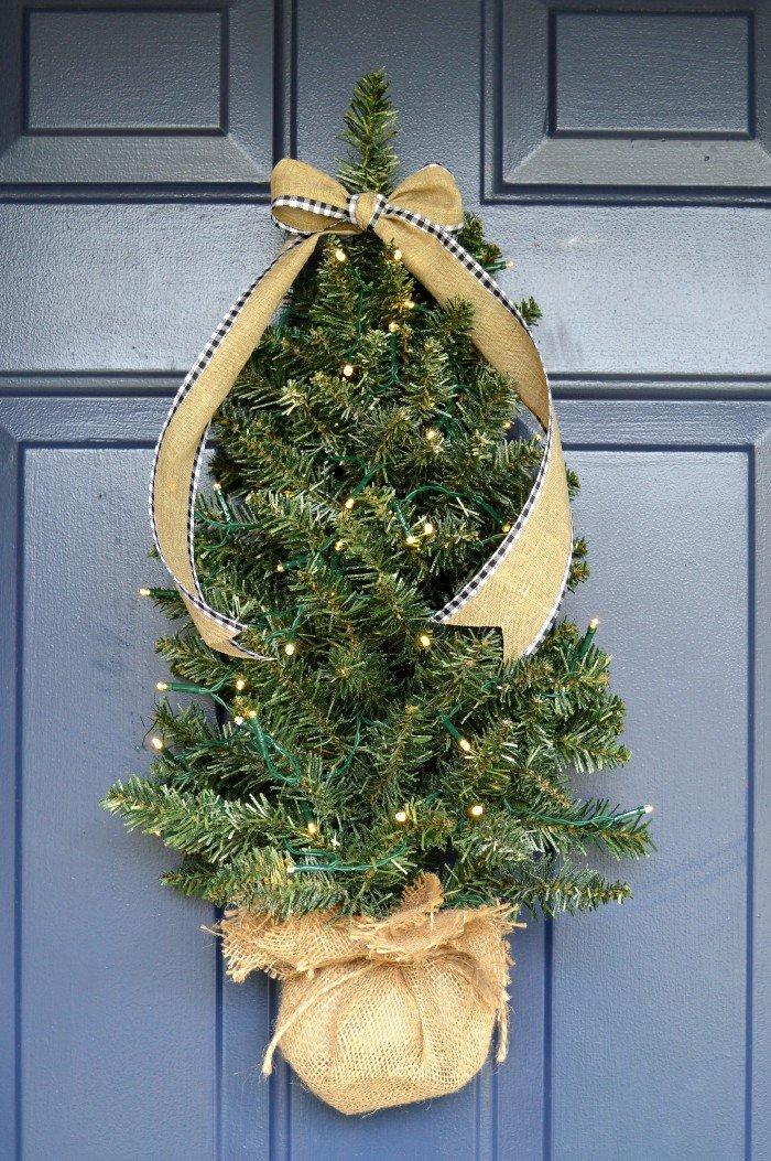 DIY Christmas tree front door decoration with lights (via madincrafts.com)