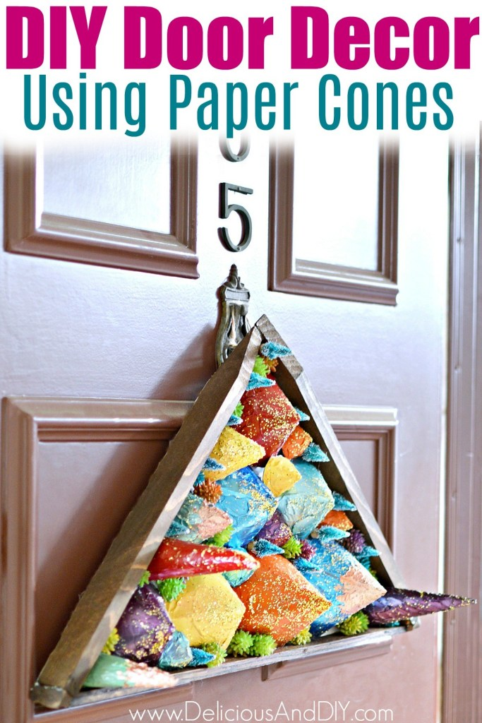 DIY modern colorful Christmas front door sign (via www.deliciousanddiy.com)