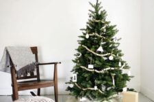 02 a Christmas tree decorated with wooden beads, white ornaments and a faux fur skirt in white looks al-natural