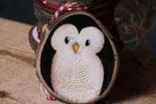 04 a cute wood slice penguin ornament can be DIYed for Christmas easily, by you or by your kids