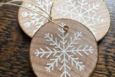 06 wood slice gilded edge snowflake ornaments look rustic and glam at the same time are very cute and chic