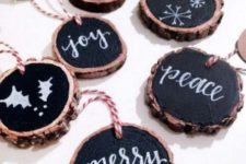 08 wood slice chalkboard Christmas ornaments with striped twine are a modern take on traditional wood slice decorations