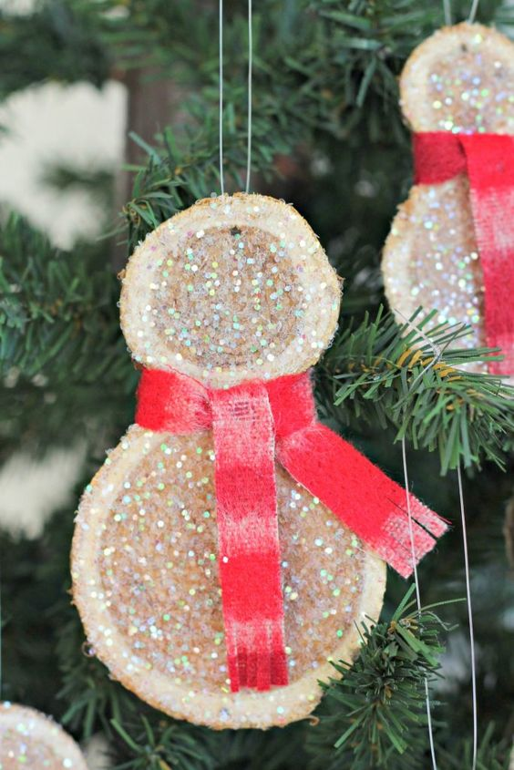 cute and super simple glitter wood slice snowman Christmas ornaments with red scarves look very chic and very cool