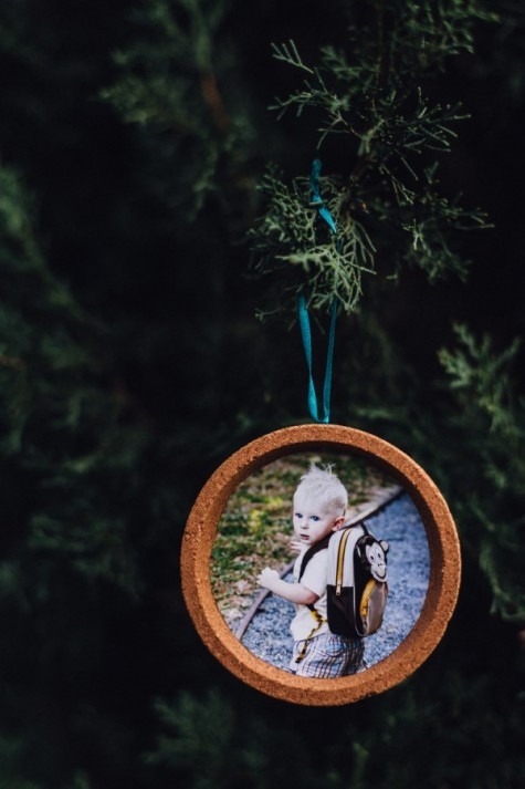 cute ornaments with family photos can be made of IKEA cork coasters and other coasters, too