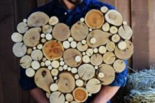 16 a large wood slice heart with slices of various sizes looks great and can be used not only for Christmas but also for Valentine's Day