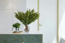 20 sleek neutral cabinets with no knobs and a green tiles kitchen island plus gilded touches for some glam
