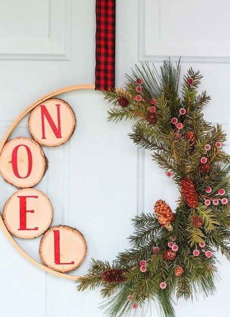 a wood slice, evergreens and pinecone Christmas wreath with a plaid ribbon is a stylish and cool idea