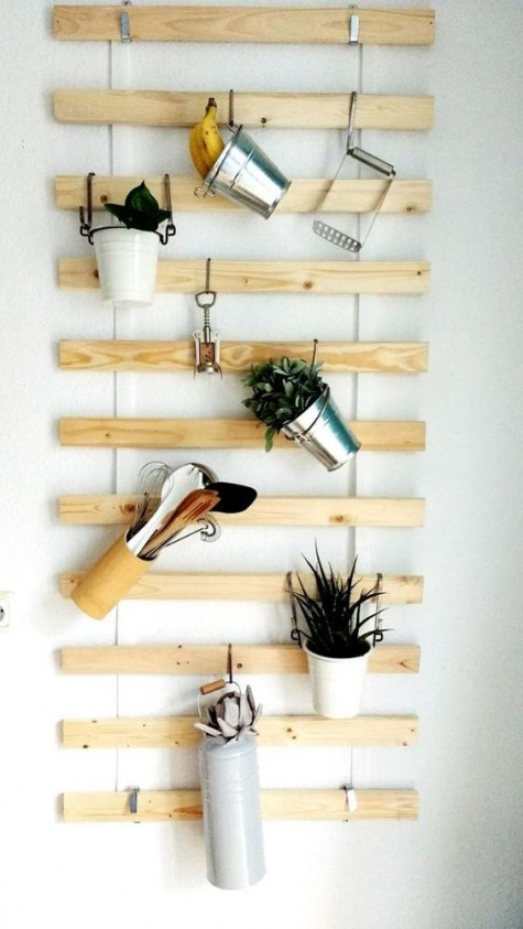 an IKEA Lattenrost hack for a kitchen with little buckets hanging – simple and creative storage