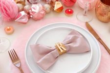 DIY no-sew fluffy placemats of pink fleece
