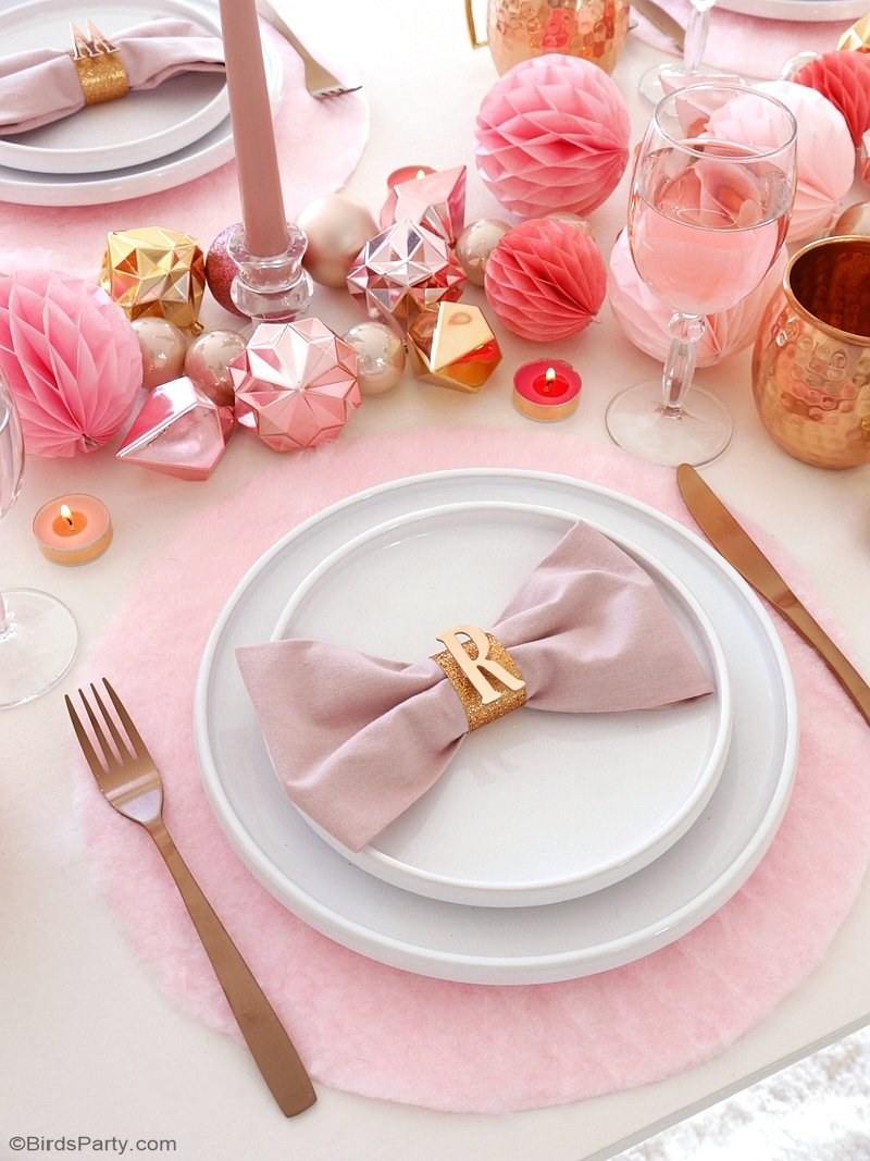 DIY no sew fluffy placemats of pink fleece