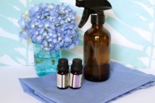 DIY disinfecting spray of vinegar and essential oils